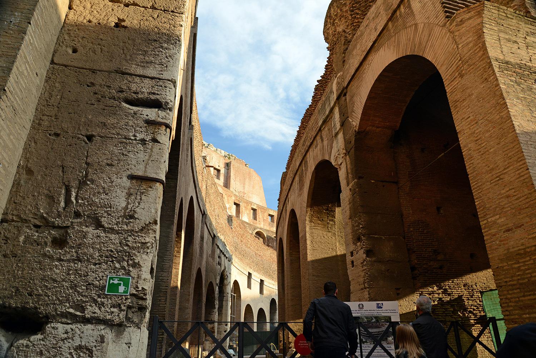 rome colosseum arch